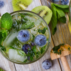 Green blueberry mojito