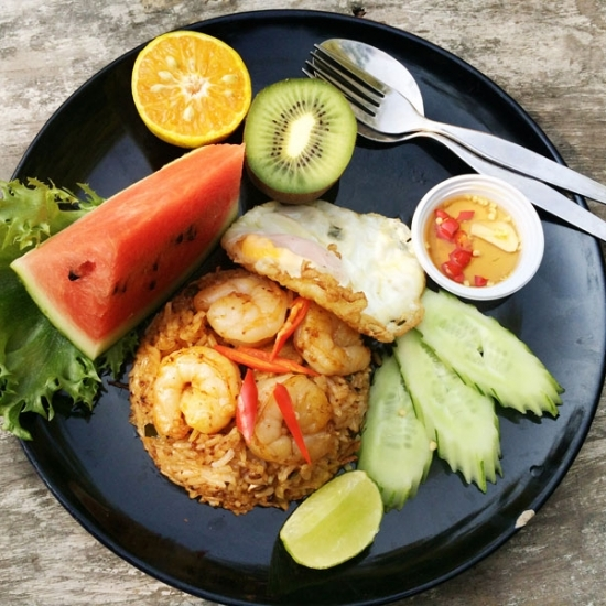 Asian passion: Garnelen mit Reis und Früchten