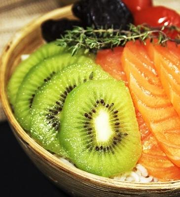 Poke bowl de kiwi y salmón