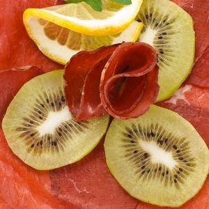 Bresaola and kiwi rolls