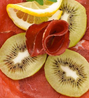 Involtini di bresaola e kiwi
