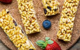 Barrette con frutta e granola
