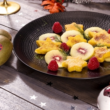 Pandorato with red kiwis and raspberries