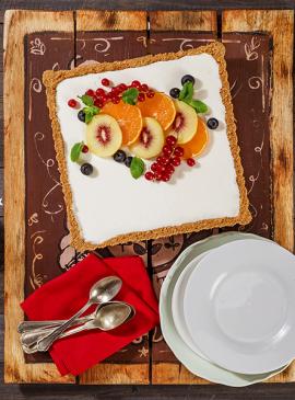 Cheesecake mit Joghurt und roten Kiwis